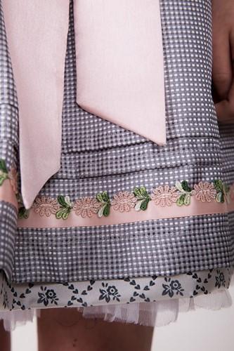 Dirndl Rose Daisy Luxe (50cm) (detail 2)