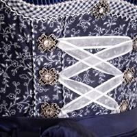 Dirndl Taduna Donkerblauw Luxe (55cm) (detail midden)